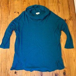 Cowlneck sweatshirt with 3/4 sleeves